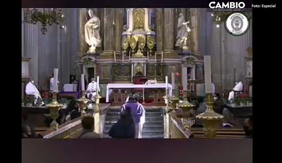 Espolvorean ceniza este miércoles en la Catedral de Puebla (VIDEO)
