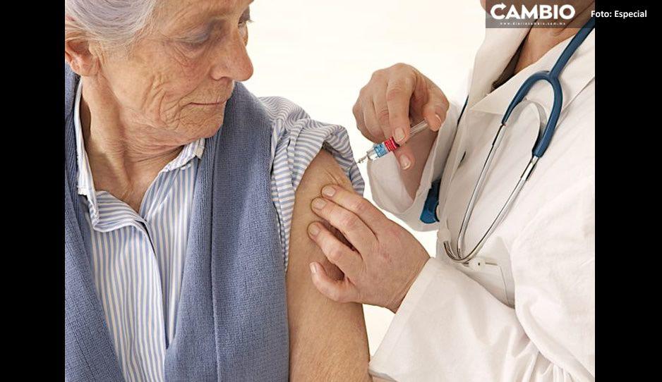 ¡No se pasen! Jóvenes se disfrazan de abuelitas para conseguir vacuna AntiCovid