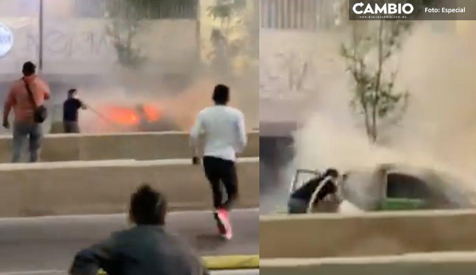 ¡Como caídos del cielo! Aficionados del Cruz Azul apagan automóvil en llamas (VIDEO)