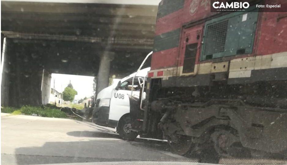 ¡Intenta ganarle al tren! Ruta 12A fue embestida frente al Hospital de Traumatología