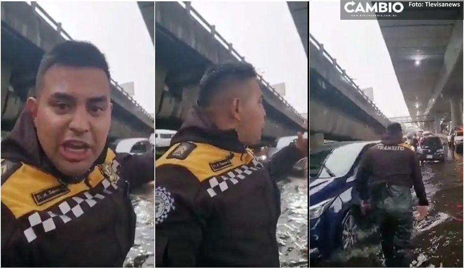 """""""Soy de tránsito y ayudo a la gente"""" Policía se mete al agua para dirigir el tráfico (VIDEO)"""