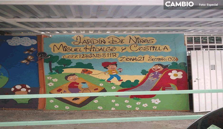 """Padres de familia enfurecen tras saqueo de jardín de niños """"Miguel Hidalgo"""" en Tecamachalco"""