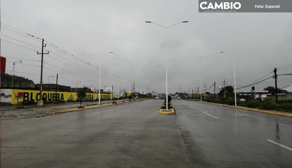 Artemio Caballero instala lámparas que no han encendido en 6 meses