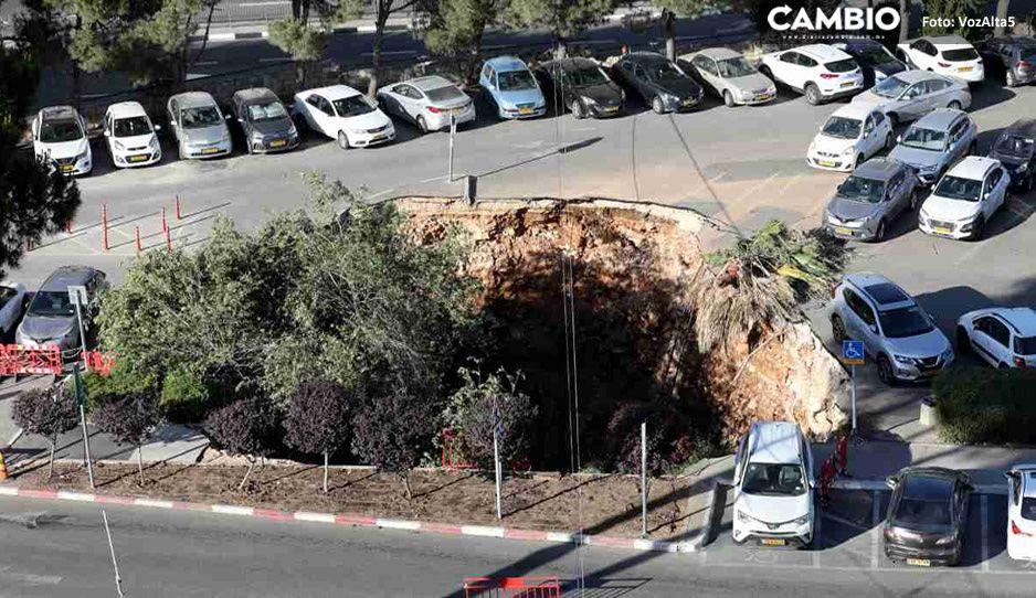 ¡Wow! Socavón se devora autos en Jerusalén, captan el momento exacto (VIDEOS IMPRESIONANTES)