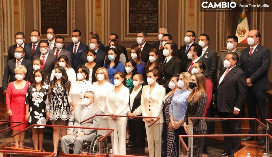 Arranca la LXI legislatura con abrazos de caguamo y cordialidad: nadie se salió del guión (FOTOS)