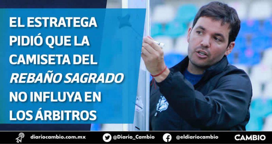 Larcamón alerta que arbitraje podría ser un factor en el Puebla vs Chivas
