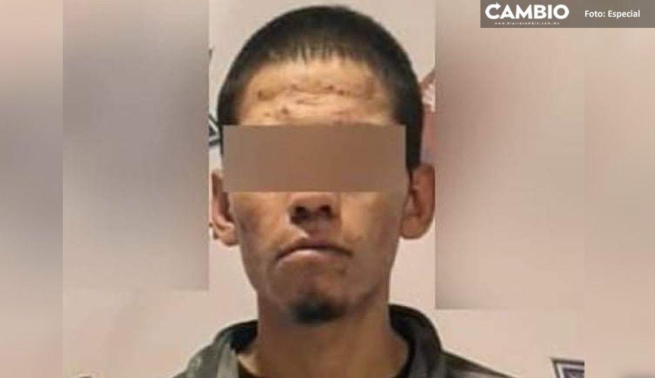 ¡Qué fichita! Cae narcomenudista que atracaba a transportistas en la federal a Tehuacán
