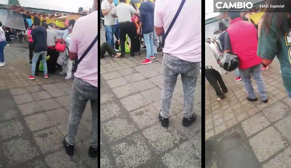 ¡Se dieron con todo! Riña entre familias en plena feria de San Pedro Cholula (VIDEO)