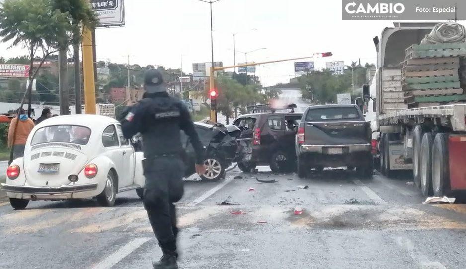 Aparatosa carambola deja niños lesionados y daños materiales en la federal Izúcar-Atlixco
