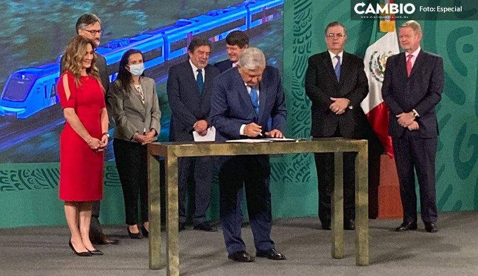 AMLO firma contrato para construcción de vagones del Tren Maya; se armarán en México