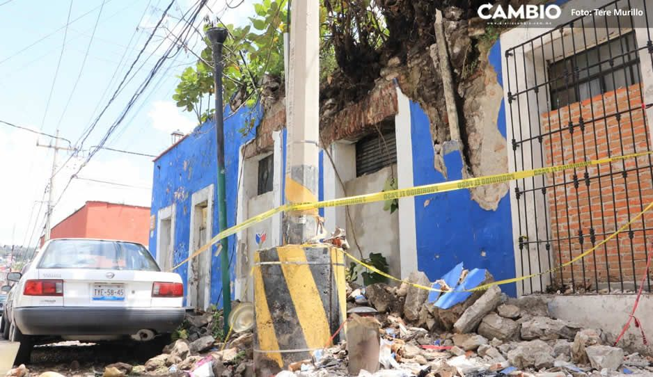 Colapsa fachada de casa abandonada en Barrio de la Luz; auto resulta dañado (VIDEO y FOTOS)