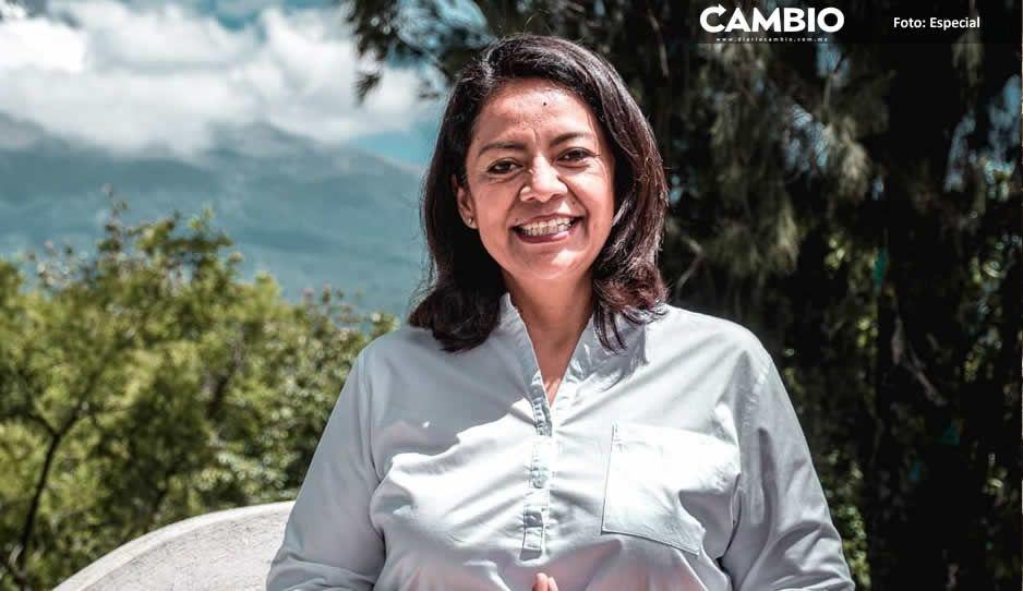 Ariadna Ayala prepara limpia en el Ayuntamiento de Atlixco