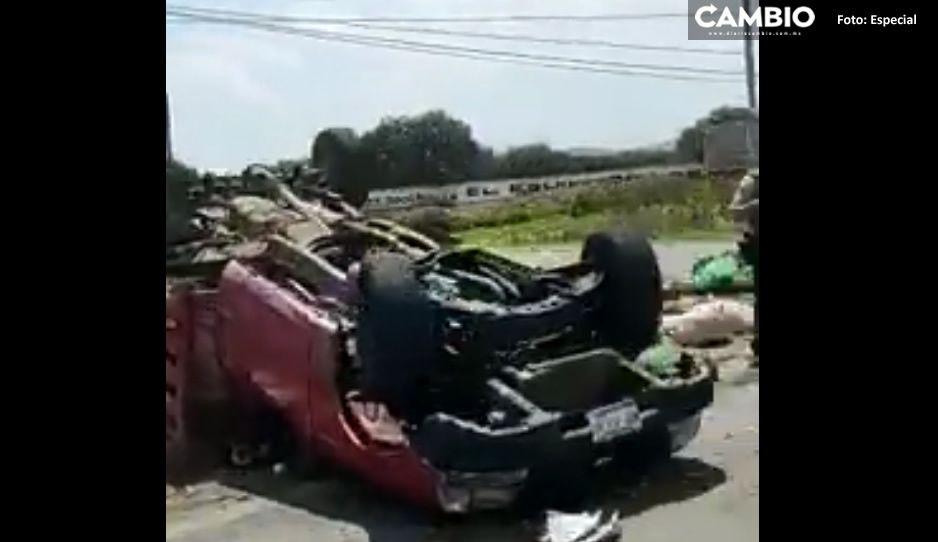 Aparatosa volcadura deja dos heridos y una camioneta destrozada en la Puebla-Tehuacán
