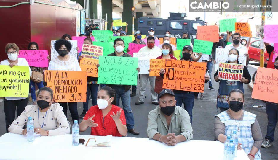 Locatarios de Amalucan le piden a Lalo que detenga la destrucción de su mercado