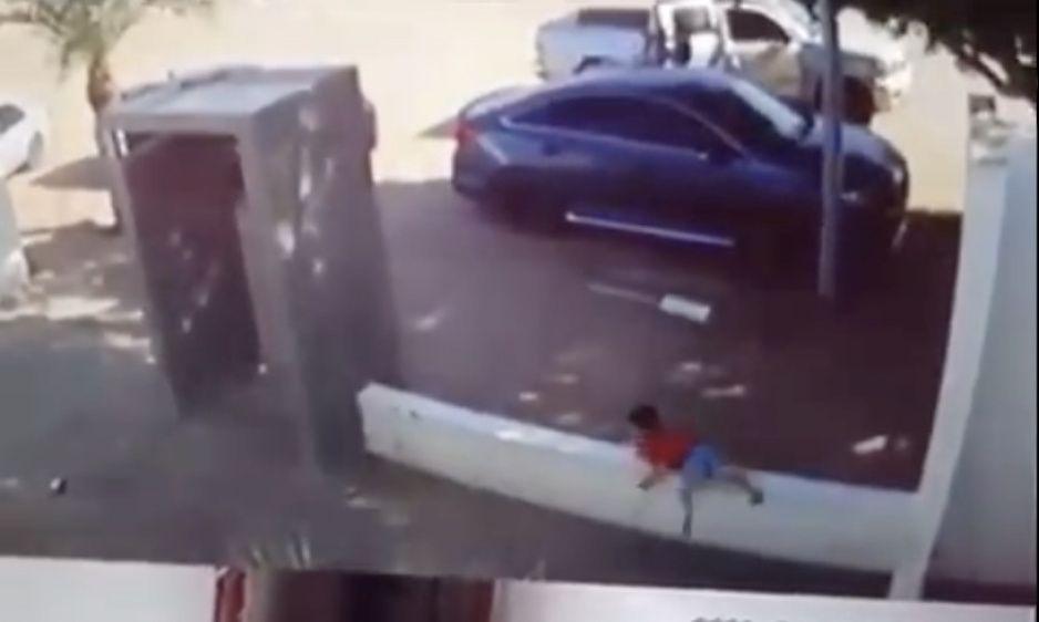 VIDEO: Niñito corre en medio de balacera en Sonora