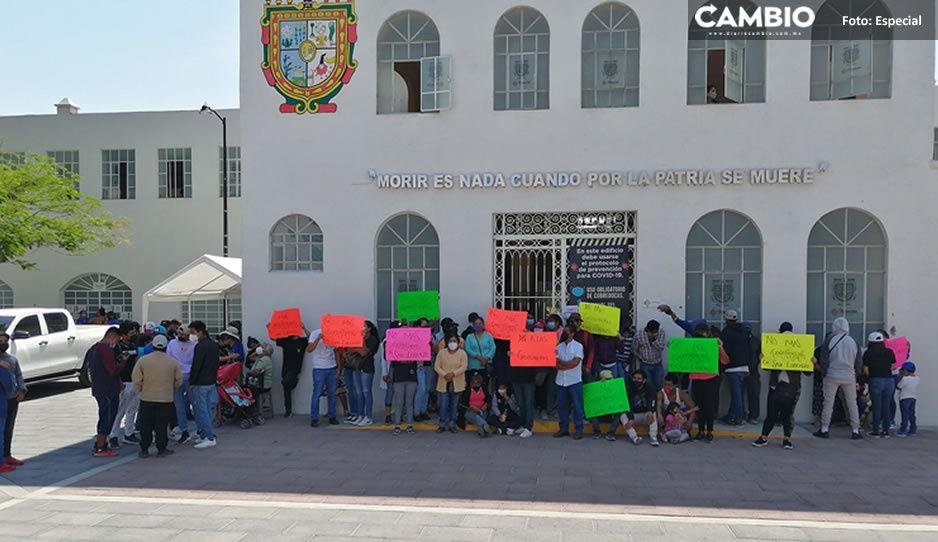 Vecinos de Teotipilco toman las instalaciones de un edificio para exigir la clausura de gasolineras (FOTOS)