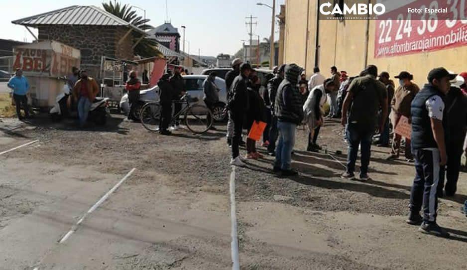 Ambulantes de Texmelucan desafían a la autoridad y se instalan en las calles