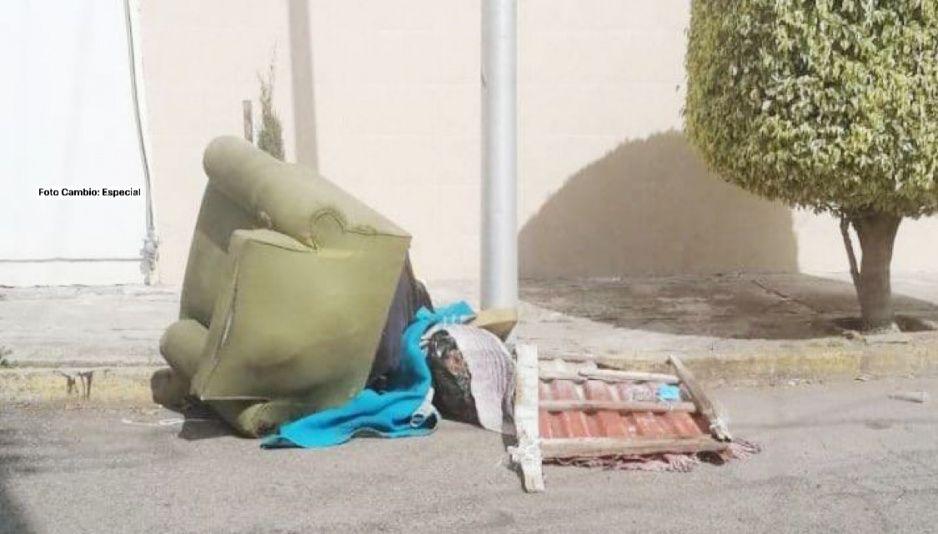 Terror en San Manuel: Hallan cadáver escurriendo de sangre y amarrado a un sillón