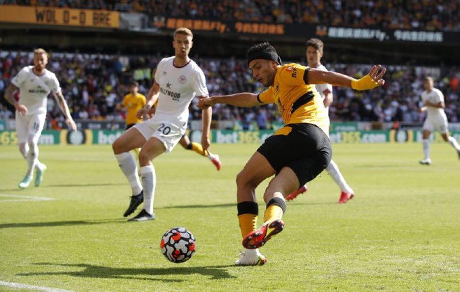 Los Wolves de Raúl no caminan en la Premier; ahora caen contra el Brentford (VIDEO)