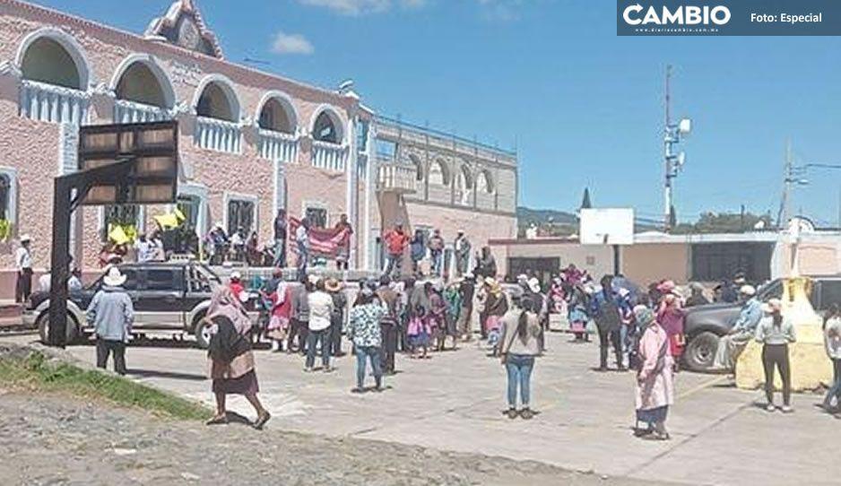 Feligreses de Atlixco exigen destitución de párroco por prepotente y abusivo
