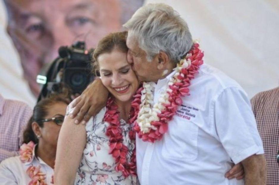¡Beatriz Gutiérrez se salvó! AMLO no le pegó el Coronavirus (VIDEO)