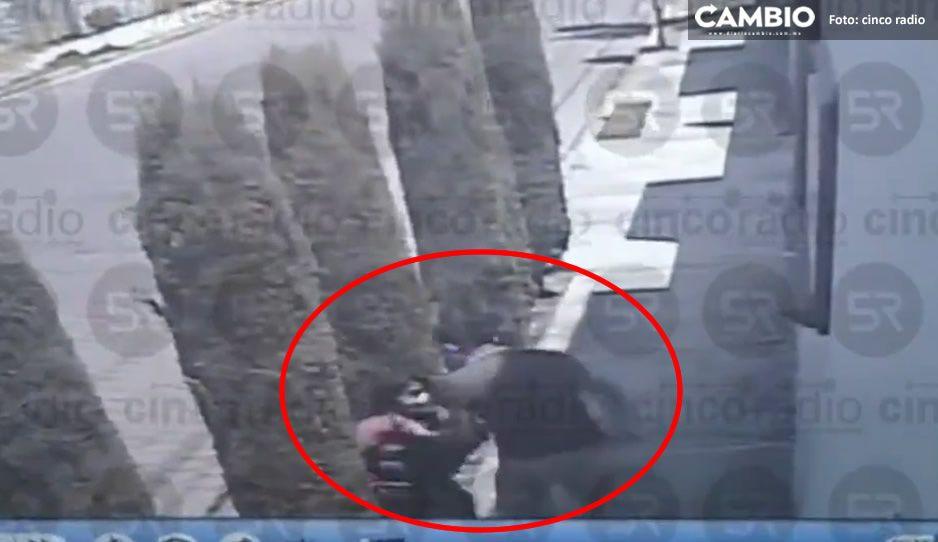 Captan momento exacto en que desgraciado atraca a poblana en la Satélite Magisterial (VIDEO)
