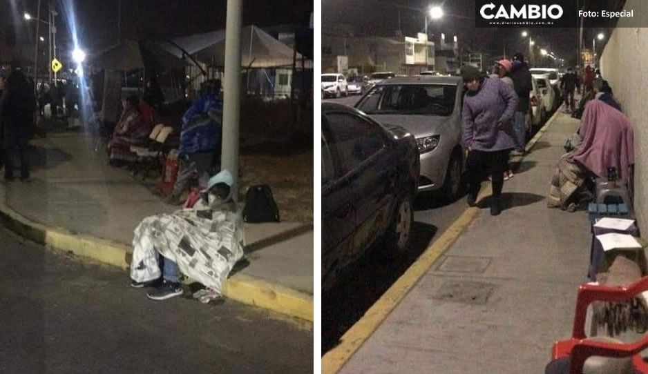 Abuelitos acampan por segunda noche para conseguir vacuna antiCovid en San Andrés Cholula