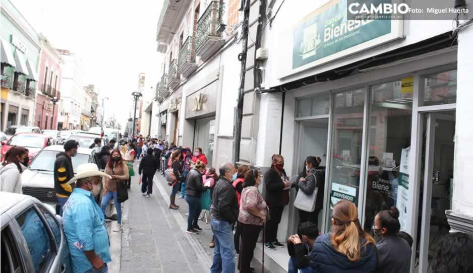 Sin sana distancia, abarrotan banco Bienestar en Avenida Reforma (FOTOS y VIDEO)