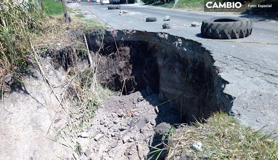 ¡Alerta! Crece socavón en carretera Izúcar de Matamoros-Atencingo y pobladores temen colapso