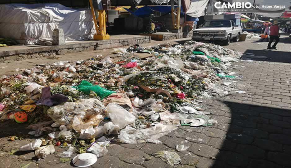 VIDEO: Calles de Tehuacán lucen repletas de basura tras 48 horas de bloqueo a relleno sanitario