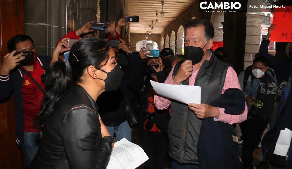 Protestan comerciantes en Palacio Municipal y  Casa Aguayo: exigen reapertura de sus negocios (FOTOS Y VIDEO)