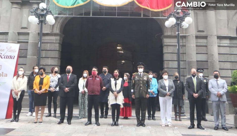 Así fue el mini desfile de Independencia de Claudia; duró sólo 15 minutos (VIDEO y FOTOS)