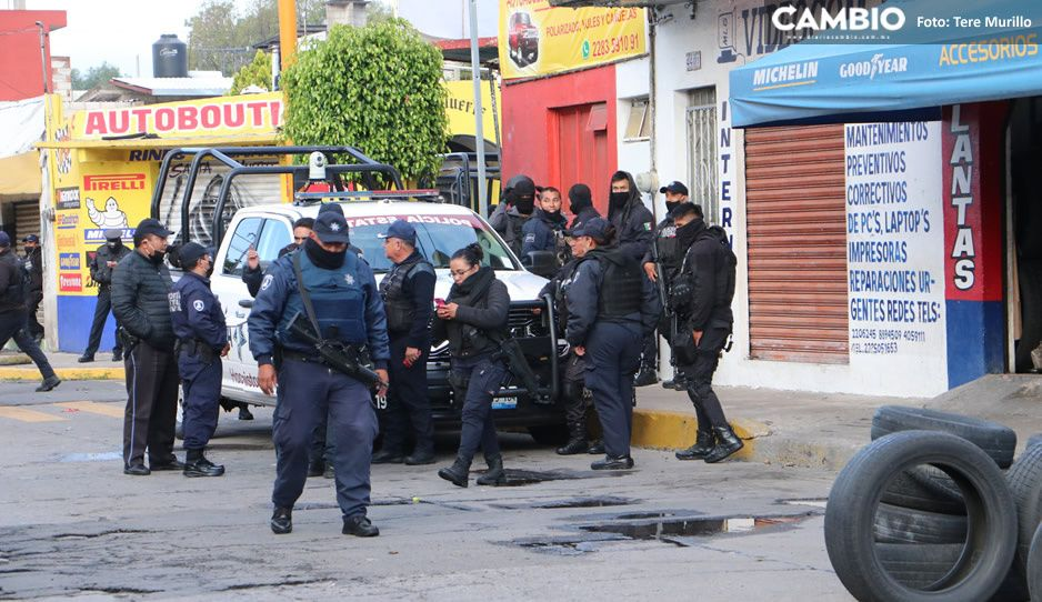 Ladrones de autopartes golpean y ahuyentan a policías estatales en la 46 poniente (VIDEO)