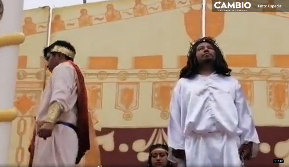 Religiosos desobedientes realizan la representación de la crucifixión de Jesucristo en Tepetzintla (VIDEO)