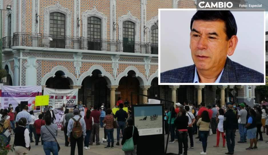 Morenistas protestan en el Palacio Municipal de Tehuacán tras la imposición del candidato Pedro Tepole