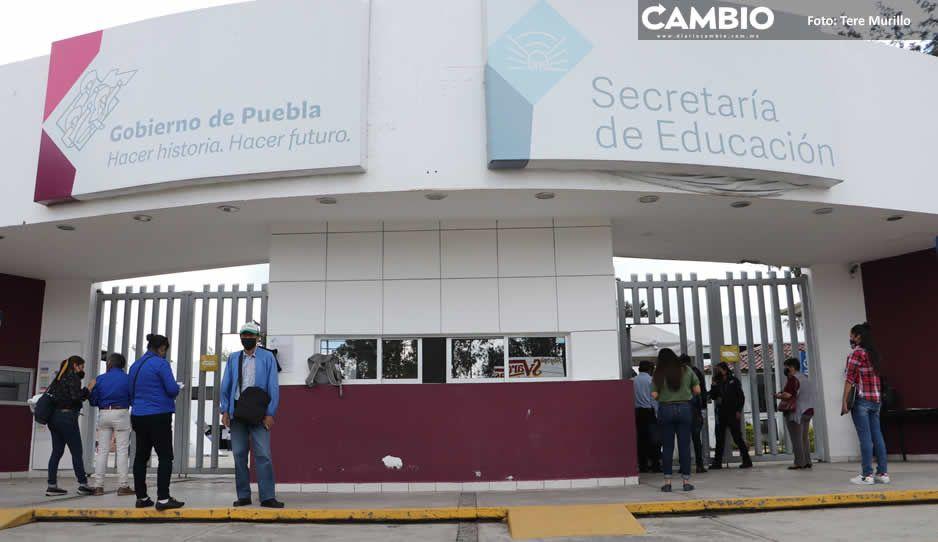 Detención de maestros de Tecamachalco por golpear a elementos de la SSP y a López Maya (VIDEO)