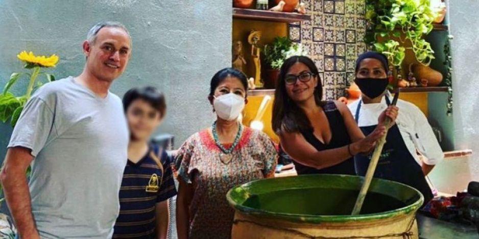 ¡Quien fuera Gatell! Ahora lo captan de vacaciones en Oaxaca (FOTOS)