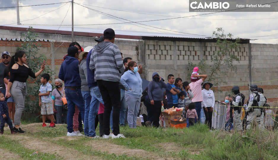 Poblanos se desbordan al socavón de Zacatepec para festejar el día del padre
