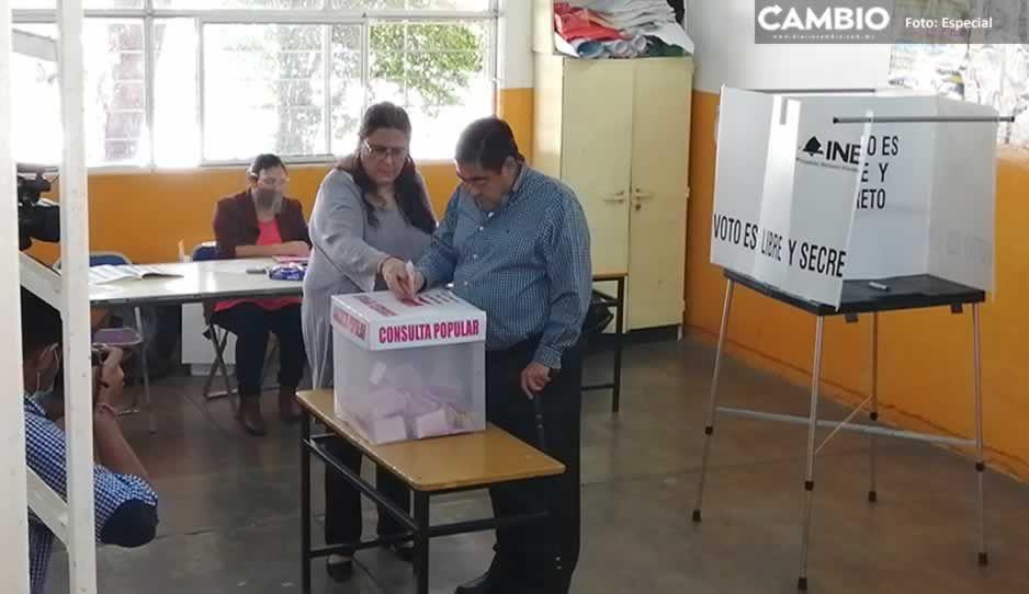 Barbosa emite su voto en consulta popular 2021: todos tienen derecho de opinar (VIDEO)