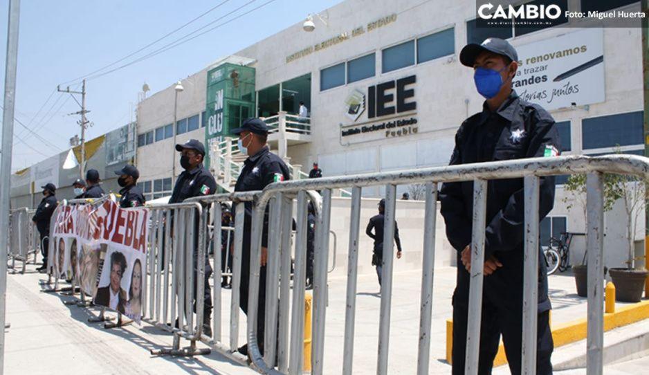 Policía Estatal blinda IEE tras plantón de morenistas (VIDEO)