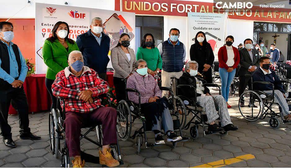 Lupita Daniel entrega 210 aparatos ortopédicos y auditivos a personas vulnerables de Cuautlancingo
