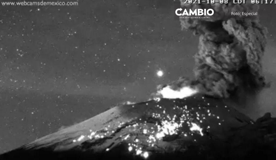 ¡Sigue activo! Popocatépetl lanza potente erupción con material incandescente (VIDEO)