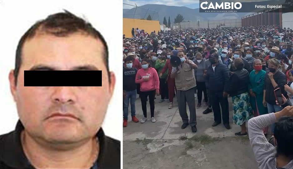 Además de usarlos como escudos humanos, El Toñín utiliza a la gente de Palmarito para desafiar e insultar al gobernador
