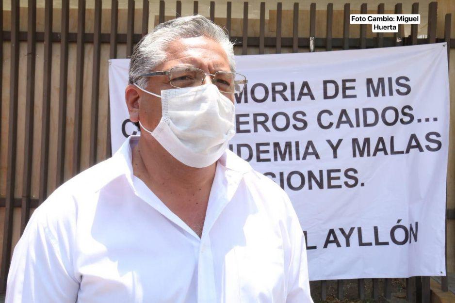 Doctor de Cumpliendo Sueños se manifiesta y hace huelga afuera de San Alejandro por retraso en demolición (VIDEO)
