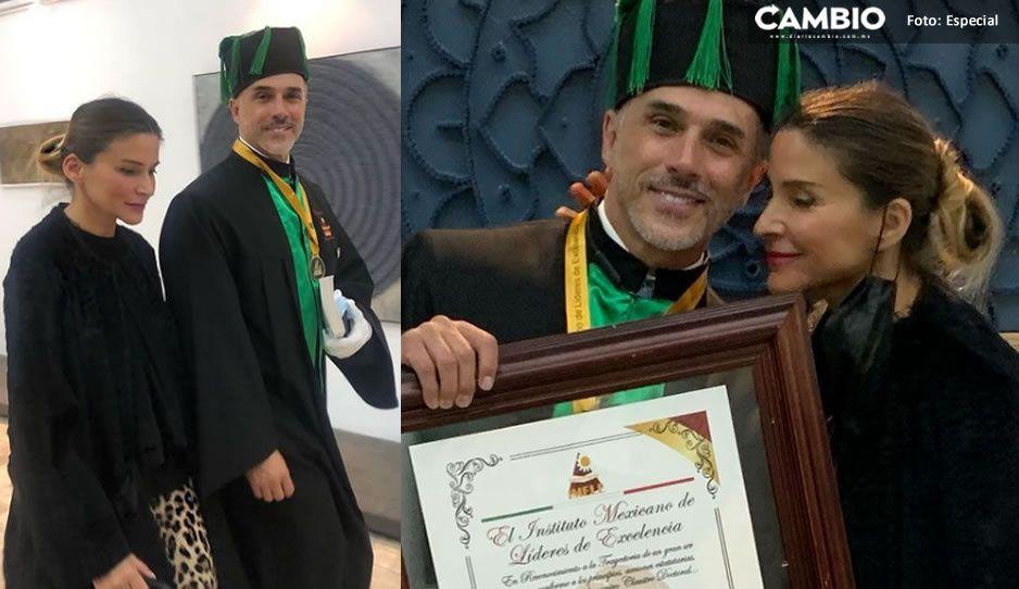 ¿Quién lo diría? Sergio Mayer presume Doctorado Honoris por su trabajo con niños (FOTOS)