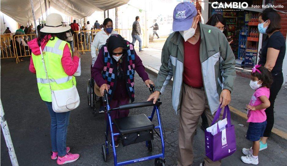 ¡No bajes la guardia! Fallecen dos abuelitos por COVID pese a recibir primera dosis de vacuna
