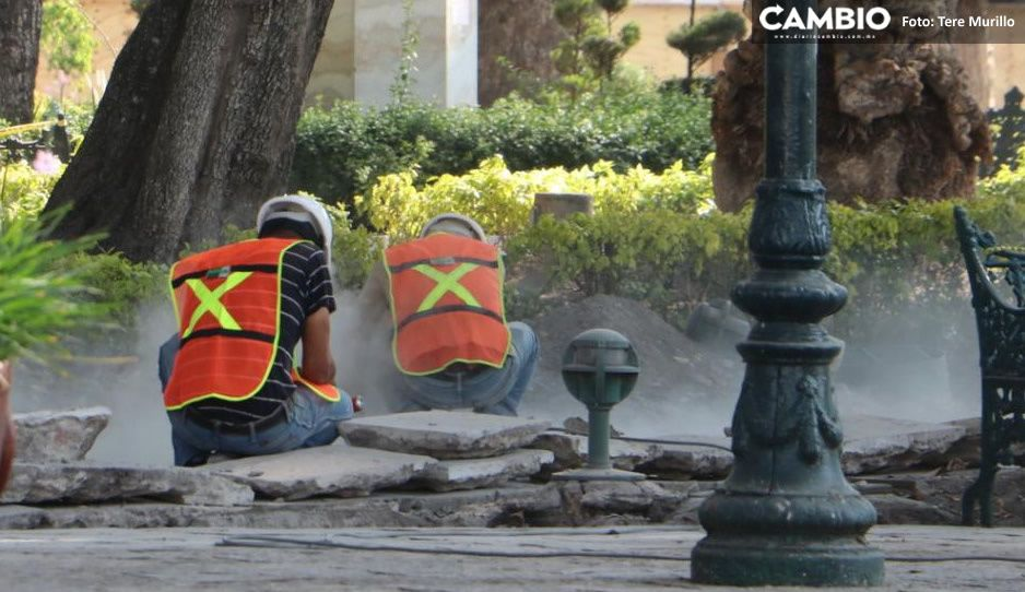 Crimen en la remodelación del zócalo: levantan lajas históricas sin tener permisos (FOTOS)