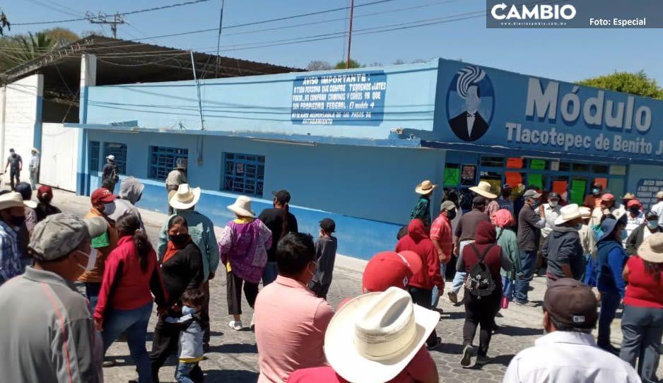 Campesinos toman oficinas del Comité del Agua en Tlacotepec; exigen cuentas claras (FOTOS)