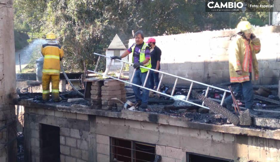 Veladora provoca fuerte incendio en cuatro viviendas de Huauchinango