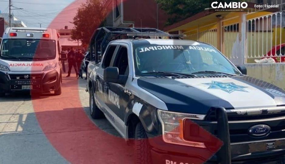 Policía atropella a maestra cuando iba a vacunarse y Ecoloco Vargas lo encubre en Huauchinango (VIDEO)